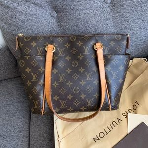 ✨barely used 100% authentic Louis Vuitton totally
